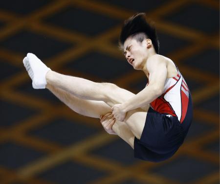 男子個人で優勝した西岡隆成=四日市市総合体育館