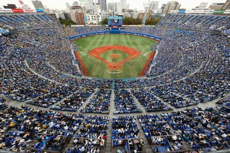 大規模イベントの入場制限緩和に向け、プロ野球の公式戦で満員を目指して観客を収容し、調査が実施された横浜スタジアム=1日午後、横浜市