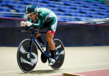 男子1000メートルタイムトライアル 1分1秒551で優勝した新田祐大=ヤマダグリーンドーム前橋