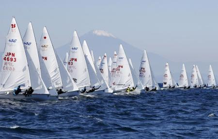 14日、江の島ヨットハーバー沖で行われた、470級の全日本選手権大会