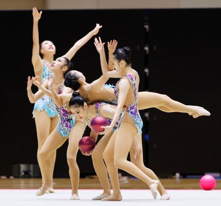 女子団体総合で優勝した日女体大のボール=高崎アリーナ