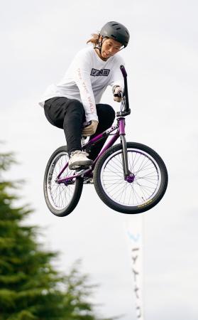 BMXフリースタイル・パークの女子エリートクラスで優勝した大池水杜=京都府向日市