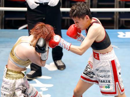 7回、宮尾綾香(左)を攻める多田悦子=後楽園ホール