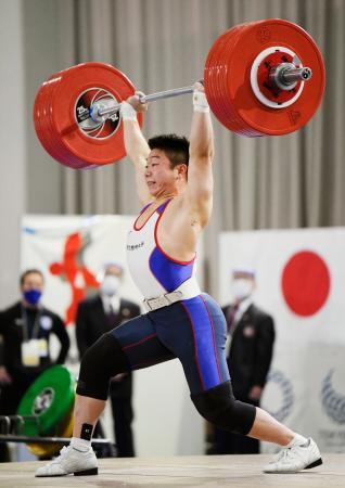男子73キロ級 ジャークで190キロに成功した宮本昌典=ニュー・グリーンピア津南体育館