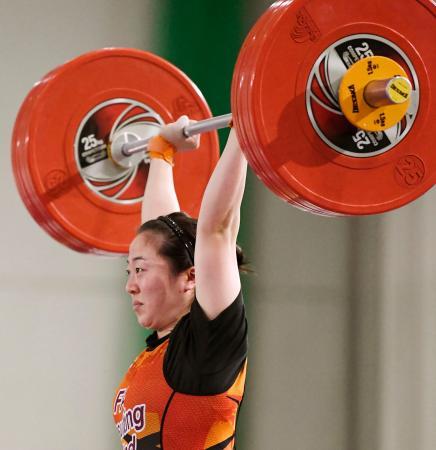 女子64キロ級 ジャークで123キロに成功し優勝した安藤美希子=ニュー・グリーンピア津南体育館