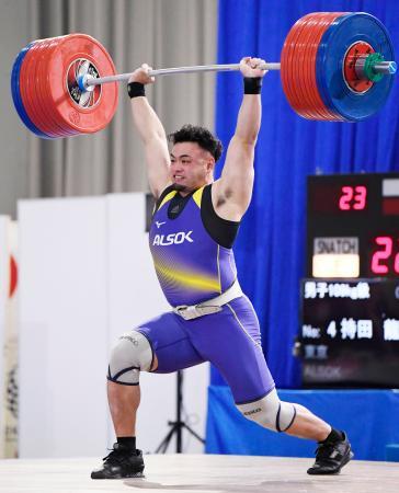 男子109キロ級 ジャークで222キロに成功した持田龍之輔=ニュー・グリーンピア津南体育館