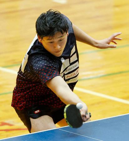 パラ卓球・知的障害男子で優勝した浅野俊=神奈川県藤沢市の県立スポーツセンター