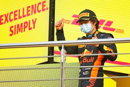 自動車レースのF2最終戦で2位となった角田裕毅=6日、サキール(ゲッティ=共同)