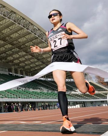 ハーフマラソンで日本勢トップの3位に入った一山麻緒=シティライトスタジアム