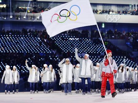 2018年平昌冬季五輪に個人資格で参加したロシア選手たち。開会式では五輪旗を先頭に入場行進した