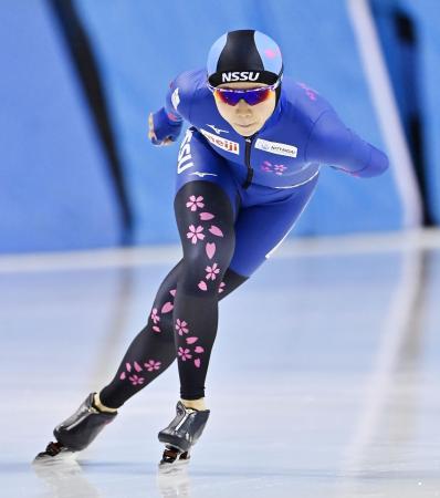 スピードスケートの全日本選手権の女子5000メートルで優勝した高木美帆。500メートル、1000メートル、1500メートル、3000メートルと合わせた全5種目制覇を達成した=30日、北海道帯広市の明治北海道十勝オーバル