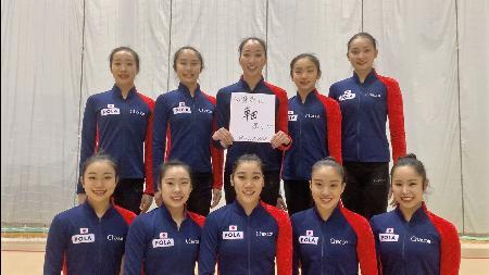 日本体操協会が公開した新体操団体日本代表の選手ら。後列中央は主将の杉本早裕吏=東京都内(同協会提供)