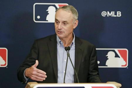 MLBのマンフレッド・コミッショナー=2020年2月(AP=共同)