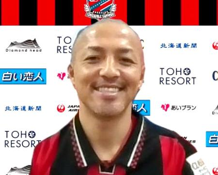 J1札幌に復帰し、オンラインで取材に応じる小野伸二=16日