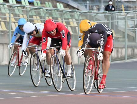 12日、和歌山競輪場で行われた岸和田記念競輪の決勝レース=和歌山市
