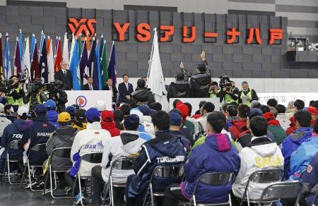 青森県八戸市で行われた、第75回国体冬季大会スケート、アイスホッケー競技会の開始式=2020年1月