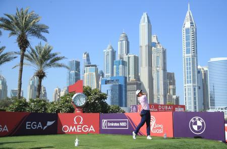 欧州ゴルフのドバイ・デザート・クラシック第3ラウンド、金谷拓実の1番ティーショット=30日、ドバイ(ゲッティ=共同)