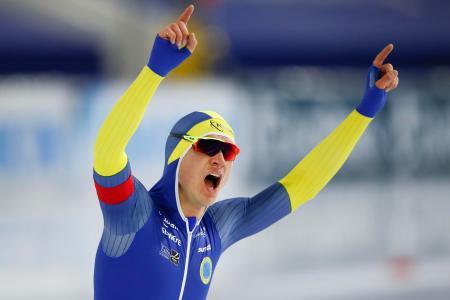 スピードスケートの世界選手権、男子1万メートルで世界新記録を出したニルス・ファンデルプール14日、ヘーレンフェイン(AP=共同)