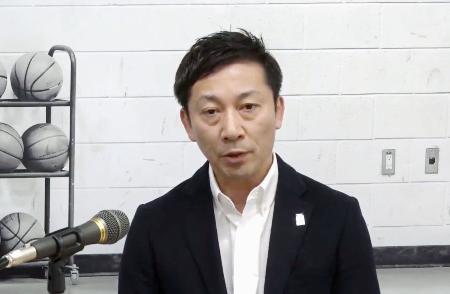 オンラインで記者会見するバスケットボール男子Bリーグの島田慎二チェアマン=16日