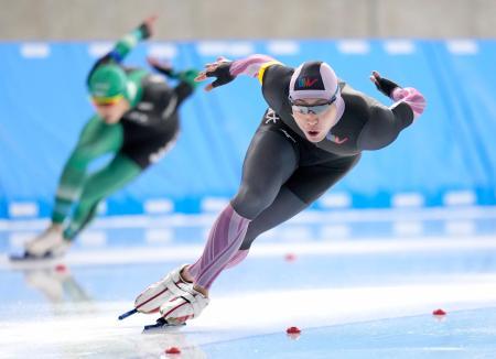 男子1000メートルで優勝した新浜立也=YSアリーナ八戸