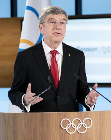 オンライン形式で開催されたIOC総会で、あいさつするバッハ会長=10日、スイス・ローザンヌ(IOC提供・共同)