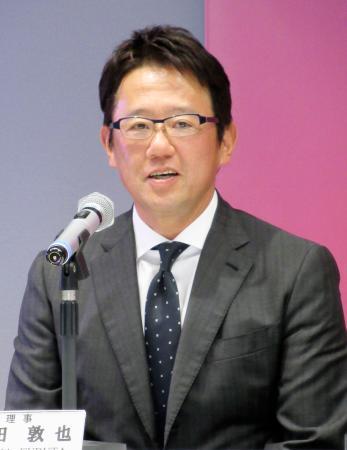 日本女子ソフトボールリーグ機構の新任理事に就任し、記者会見する古田敦也氏=20日、東京都内