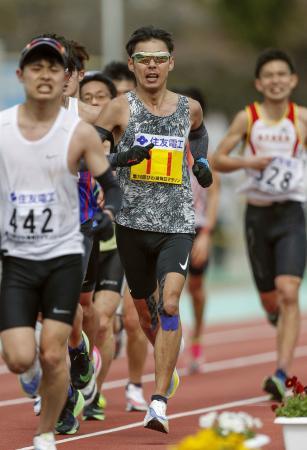 2月、びわ湖毎日マラソンに出場した永田務(11)。2時間25分23秒の好タイムをマークし、東京パラリンピック代表に前進した=大津市皇子山陸上競技場