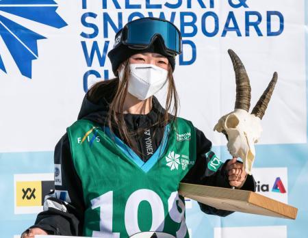 スノーボードのW杯スロープスタイル女子の今季最終戦で優勝した岩渕麗楽=シルバプラナ(FIS提供・共同)