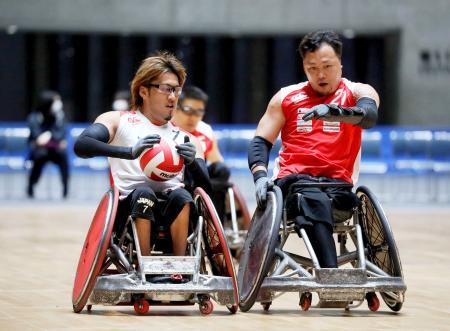 車いすラグビーの東京パラリンピック運営テストでプレーする選手=国立代々木競技場((C)Tokyo2020提供)