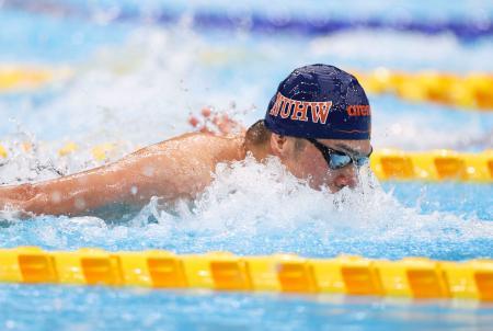 男子100メートルバタフライ予選 力泳する水沼尚輝=東京アクアティクスセンター