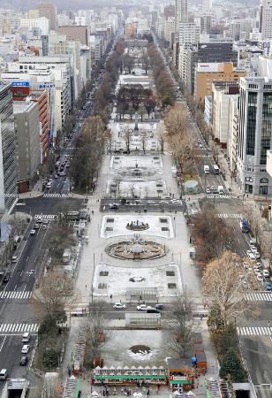 東京五輪のマラソンと競歩で発着点となる札幌市の大通公園=2019年12月