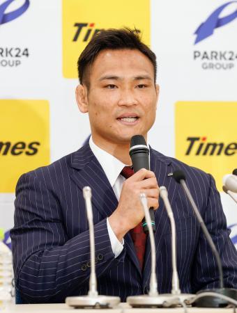 記者会見で現役引退を発表した柔道の海老沼匡=15日午前、東京都内