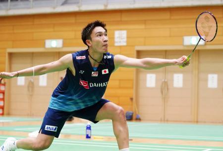 バドミントンの日本代表合宿で、練習に励む男子シングルスの桃田賢斗=富山県高岡市(日本バドミントン協会提供)