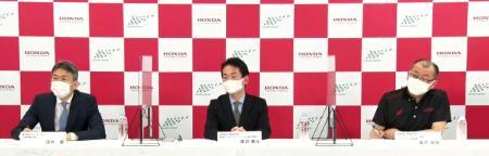 オンライン記者会見で、自動車F1シリーズの日本GP開催契約を2024年まで延長したことを発表したホンダなどの関係者=24日
