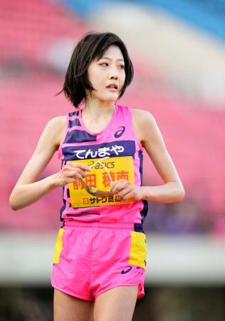 女子1万メートルで4位だった前田穂南=神戸ユニバー記念競技場