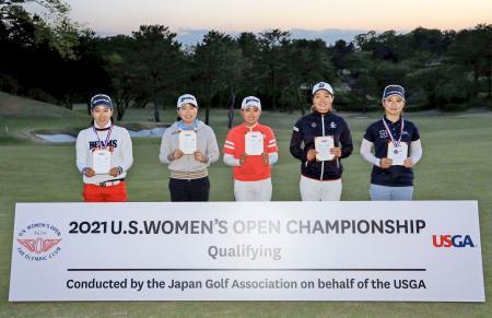 全米女子オープン選手権の出場権を獲得した(左から)小暮千広、勝みなみ、三宅百佳、仲西菜摘、川満陽香理=26日、横浜CC(JGA提供)