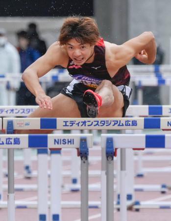男子110メートル障害決勝 13秒16の日本新記録で優勝した金井大旺=エディオンスタジアム広島