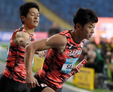 男子1600メートルリレーの日本チーム=1日、ホジュフ(AP=共同)