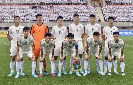 サッカーW杯アジア2次予選レバノン戦に臨む北朝鮮イレブン=2019年9月、平壌