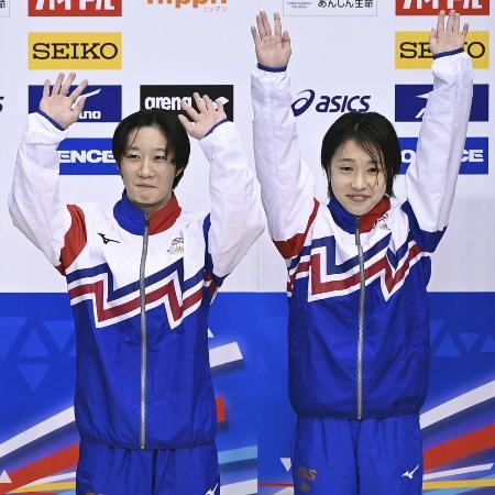 女子シンクロ高飛び込みの板橋美波(左)、荒井祭里組=2020年9月、ダイエープロビスフェニックスプール