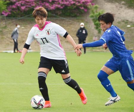 練習試合で調整する菅沢(左)=福島県のJヴィレッジ