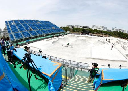 東京都江東区の有明アーバンスポーツパークで行われたスケートボードの東京五輪テスト大会=14日(魚眼レンズ使用)