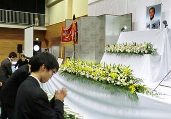 功績や人柄、浅井監督偲ぶ 京都翔英高で1000人参列