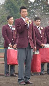 常総学院 卒業生が後輩激励 野球部送別会