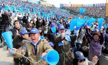 ナイン信じた応援、スタンド歓喜 呉、甲子園初勝利