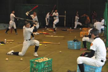 滋賀学園 ファウルで球数、好投手攻略 初戦突破