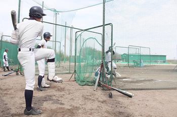 滋賀学園、右腕攻略へ強振 26日 福岡大大濠戦