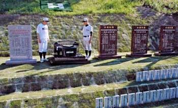 甲子園出場と優勝、龍谷大平安の栄光刻む 記念碑が完成