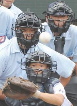 球児の夏へ、眼に磨き  佐賀県審判協会が講習会