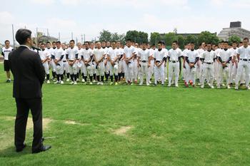 「平常心で戦え」 京都・長岡京で高校球児を激励